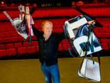 Bert Visscher krijgt Luxor-tas van 'zichzelf'