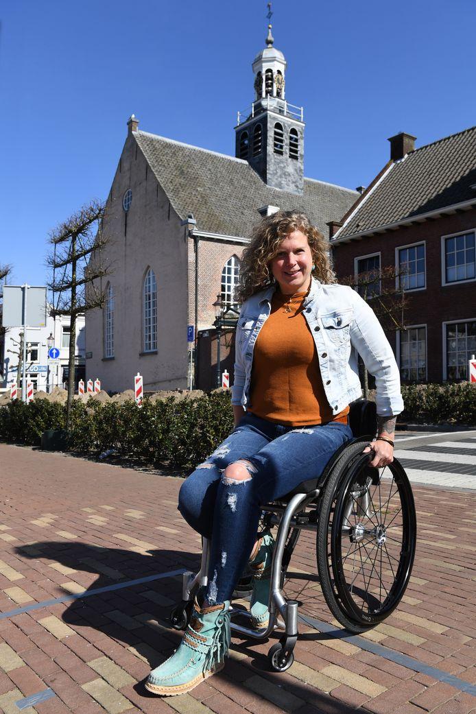 Rolstoeltennisster Michaela Spaanstra zou naar de paralympics gaan, maar zit nu ineens zonder heldere wedstrijddoelen. Vastgelegd voor het trouwkerkje in Leur.