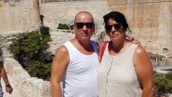 """96 uur na vertrek op Zaventem wachten Willy en Diane nog op bagage in Corsica: """"Noodgedwongen wat kleding gekocht"""""""