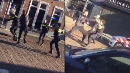 """""""Het lijkt wel Benny Hill"""": drie agenten proberen agressieve onruststoker te overmeesteren, maar dat loopt niet van leien dakje"""