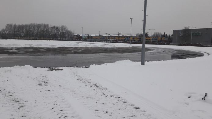 Op de schaatsbaan van DNIJ staan woensdagmiddag om 16.00 uur nog plassen.