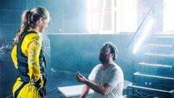 Jens Dendoncker gaat op één knie voor Lauren Versnick in 'Code van Coppens'