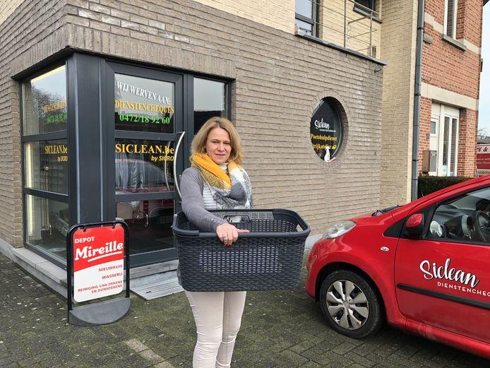 Cecile Canquelain zal de komende weken mogelijk voor taxichauffeur moeten spelen om haar poetsvrouwen tot bij de klanten te krijgen.