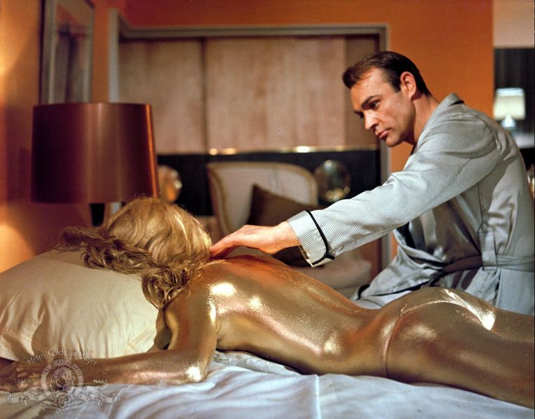 Sean Connery and Shirley Eaton in Goldfinger (1964). Beeld