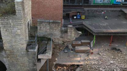 Deel van oude stadsomwalling Brussel stort in en valt op speelplaats school