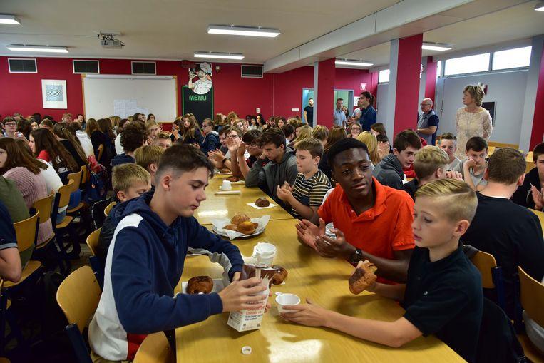 De leerlingen begonnen het nieuwe schooljaar met een ontbijt.