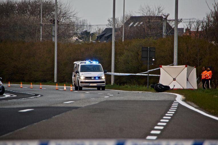 Mike Van Bommel (22) kwam met zijn motorfiets tegen een paal terecht op de Koninklijke Baan in Bredene. Hij stierf ter plaatse aan zijn verwondingen.