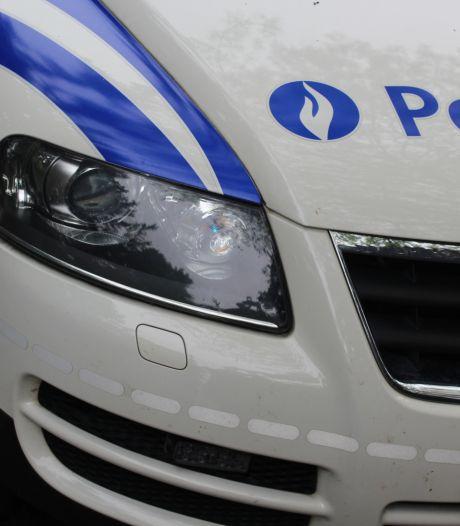 Un véhicule fonce sur une patrouille de police à Maasmechelen et prend la fuite
