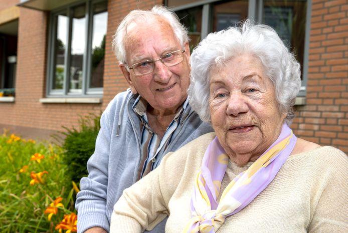Eindhoven ED2020-5118 Mijnheer en mevrouw *van Hoof* zijn 70 jaar getrouwd. Maandag vieren ze groot feest in de kerk in Strijp.