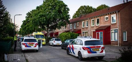 Jongeman raakt gewond bij woningoverval in Dieren; dader op de vlucht