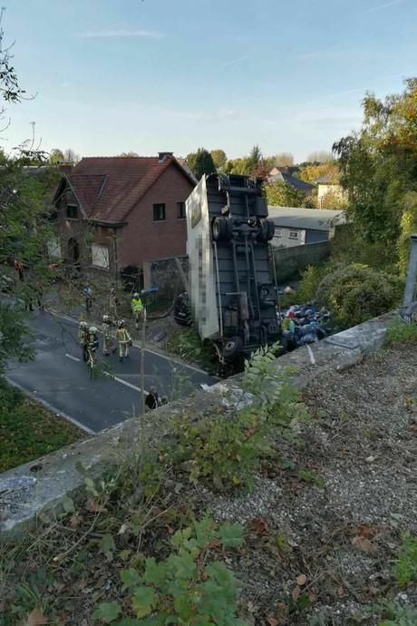 Vrachtwagen rijdt in België van brug: dode en gewonde