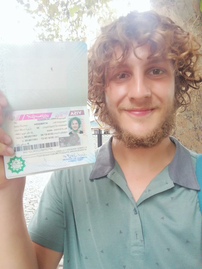 Sjarel heeft het visum om door Iran te fietsen binnen