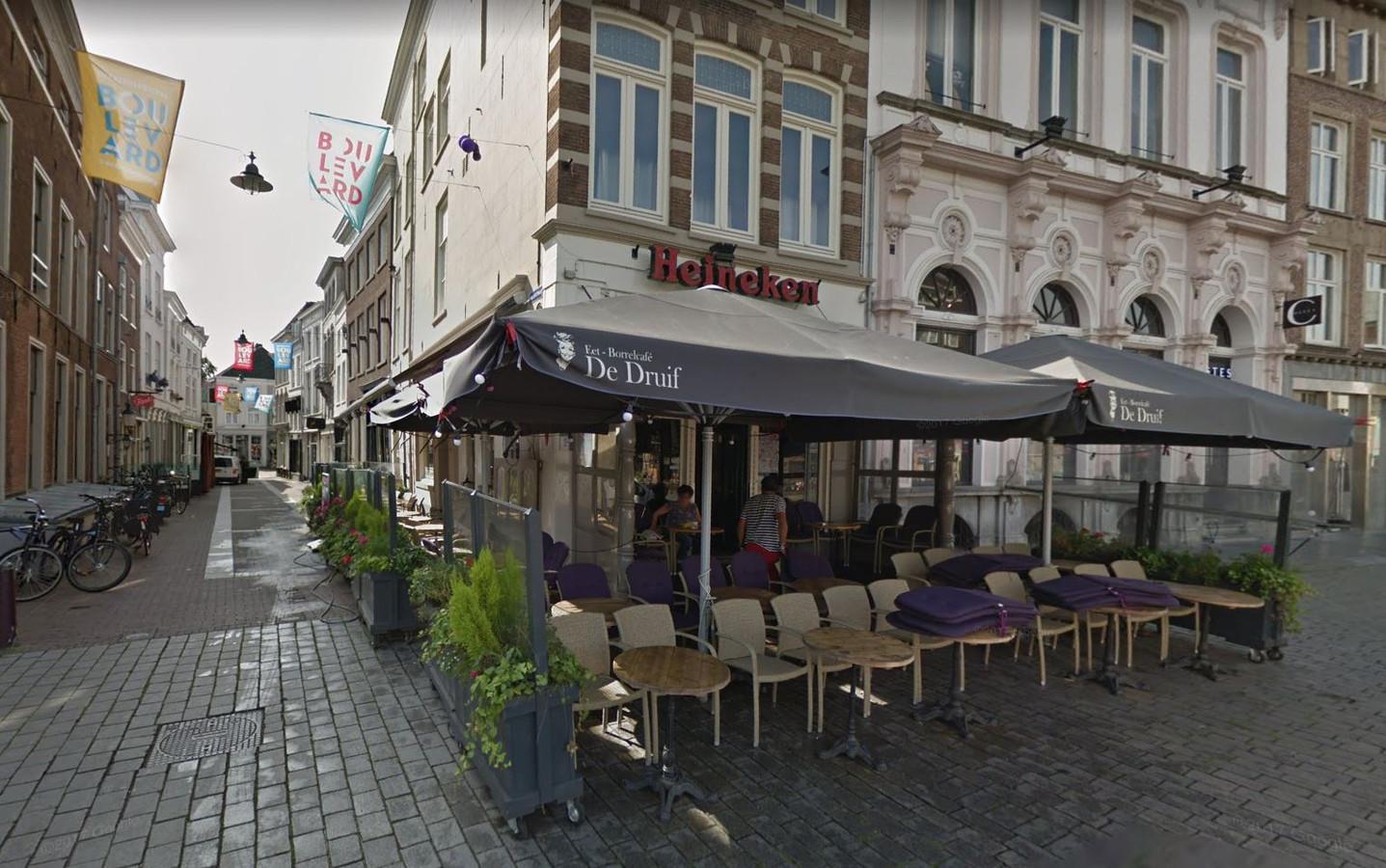 Borrel- en eetcafé De Druif. Vanaf 1 september is er een nieuwe eigenaar.