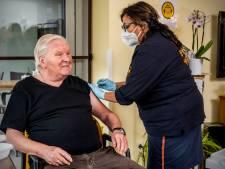 Hoogbejaarden uit de regio moeten naar Rotterdam reizen voor een vaccinatie of nog wachten
