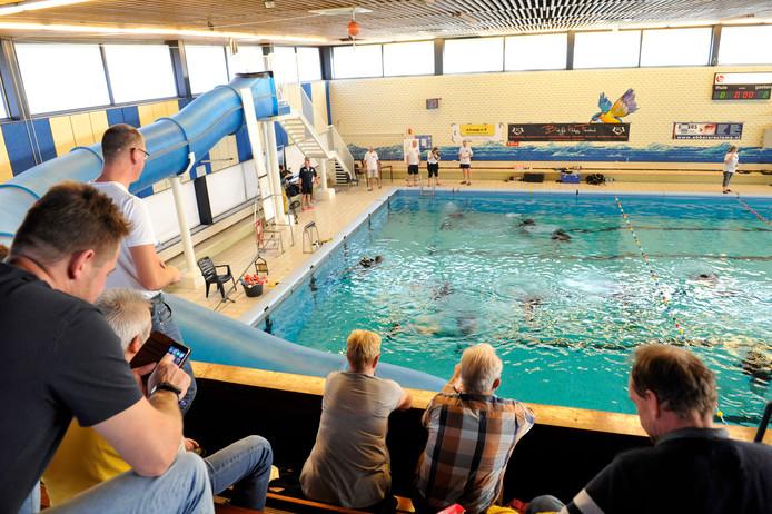 99ebf577d2d Naast recreatieve zwemmers maken ook verenigingen gebruik van het bad,  onder meer voor sportwedstrijden.