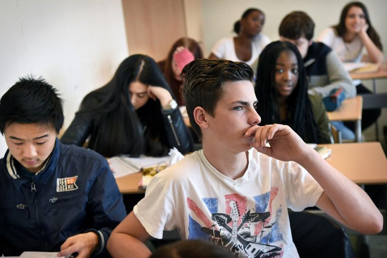 Leerlingen op de Stedelijke Scholengemeenschap Nijmegen. Beeld Marcel van den Bergh / de Volkskrant