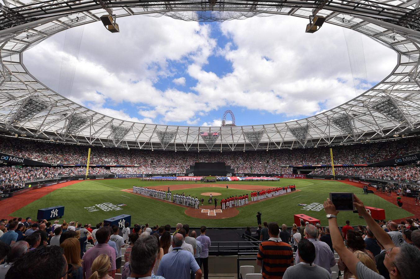Het stadion van West Ham is omgetoverd in een fraaie honkbalarena.