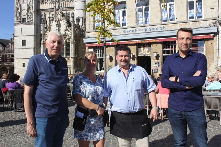 Willy en Steven Bogaerts met Veronik en Jurgen van restaurant Graaf Van Egmont.