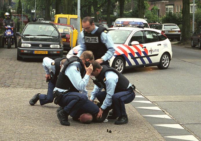 De arrestatie van Volkert van der Graaf, op 6 mei 2002.