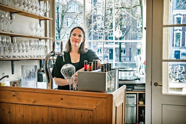 Elise Moeskops, eigenaar restaurant Lastage in Amsterdam: 'Ik had wel gehoopt dat we iets meer duidelijkheid zouden krijgen over hoe we na 28 april open kunnen.' Beeld Guus Dubbelman / de Volkskrant