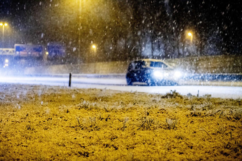 Sneeuwval zorgt voor een rommelige ochtendspits, vooral in het zuiden van het land.