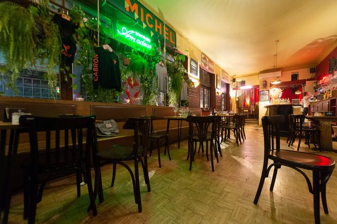 Un café à Anvers dimanche soir, avant la fermeture.