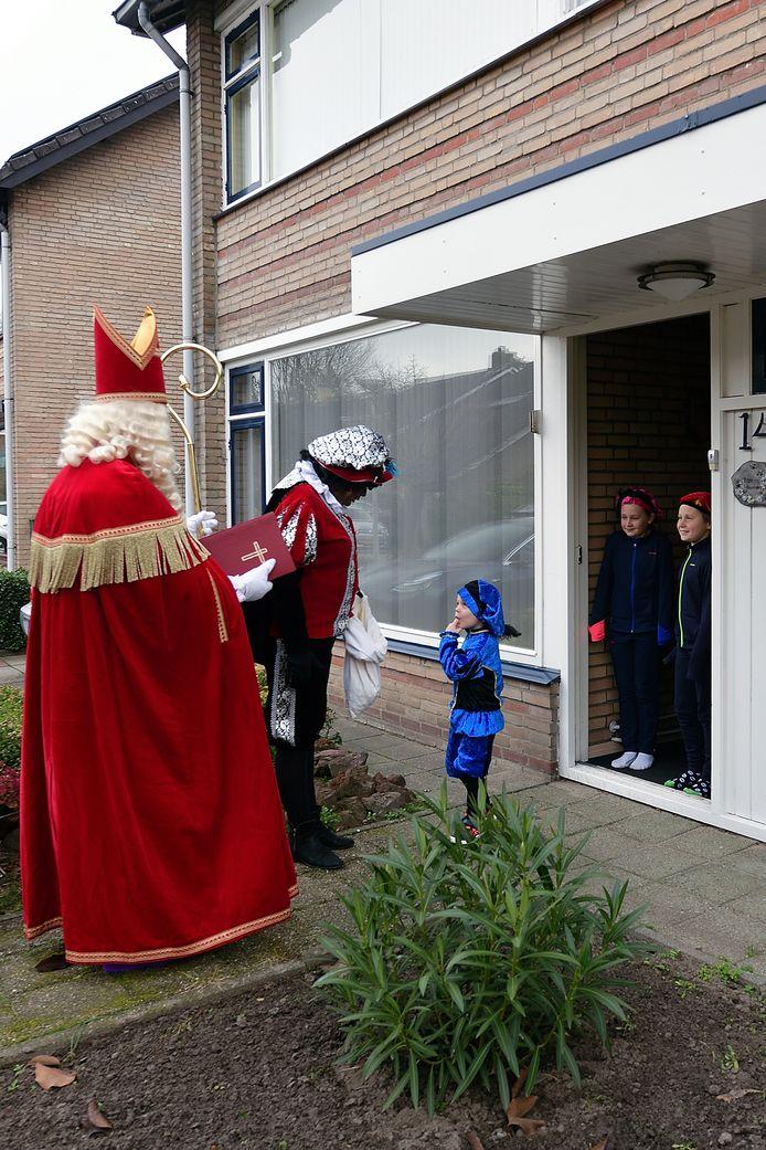 Een hulpsint en -piet op huisbezoek bij Maud (10), Pepijn (9) en Luuk (4)
