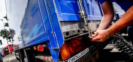 Zeven verstekelingen aangetroffen in vrachtwagen bij Hank