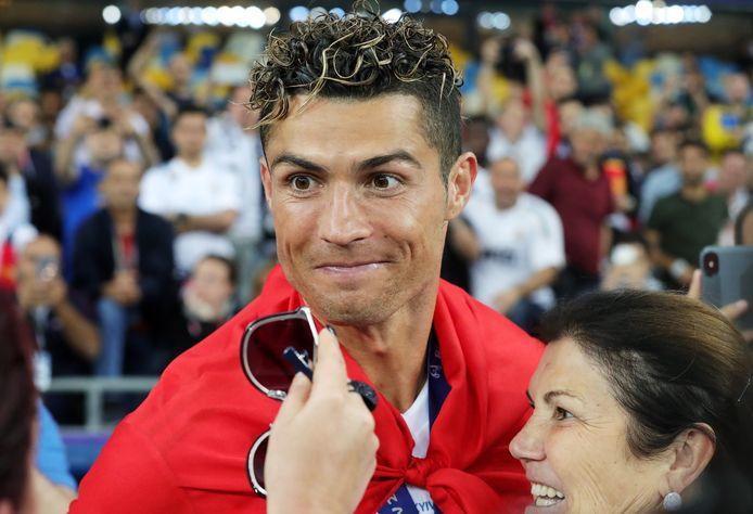 Ronaldo met zijn moeder Maria Dolores na de gewonnen Champions League-finale met Real Madrid in 2018.