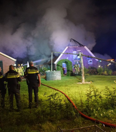 Grote schuur brandt volledig uit in Ruurlo