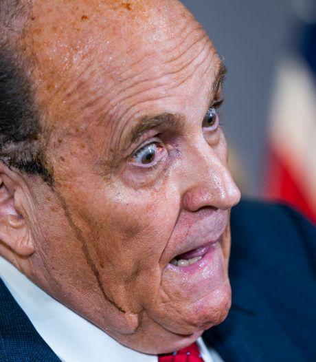 Fraude électorale? Internet nettement plus passionné par ce qui ruisselle des tempes de Rudy Giuliani