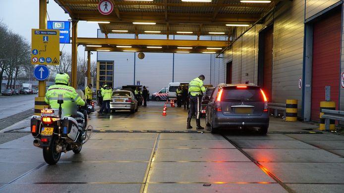 De politie leidde het verkeer naar het terrein naast het voormalige pand van Roto Smeets.
