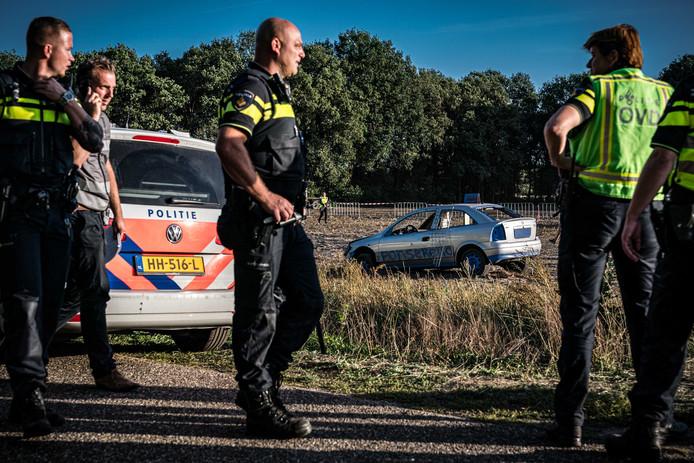 Politie doet onderzoek bij de autocross in Leende waarbij een auto het publiek in is gereden.