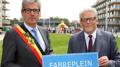 Jan Fabre opent 'zijn' plein... Dat eigenlijk niet Fabreplein mag heten