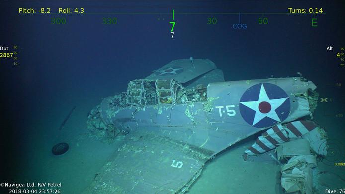 Na 76 jaar is het wrak van het Amerikaanse vliegdekschip USS Lexington gevonden op de bodem van de Koraalzee op 3000m diepte. Op de foto is een het wrak van één de  vliegtuigen te zien die op het schip  stonden. Foto: Paul G. Allen