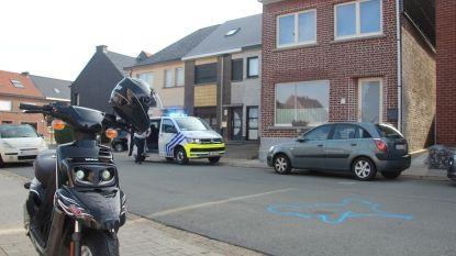 """Bromfietser (17) gewond na aanrijding: """"Mijn zoon reed langs daar omwille van de verkeersvrije schoolstraat"""""""