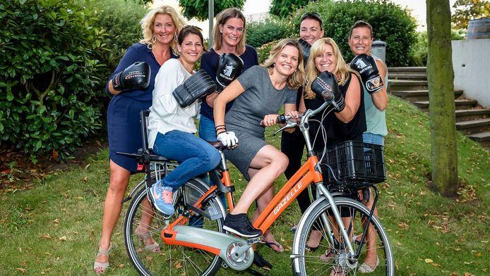 Dames van Ladies' Circle Schiedam, die een fietsendief achterna joegen.