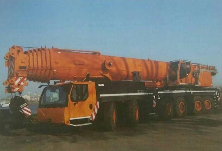 De kraan werd meegenomen van een terrein van een kraanbedrijf in Dordrecht.