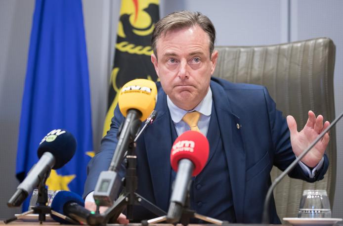 Le président de la N-VA Bart De Wever en conférence de presse au parlement flamand, Bruxelles, le 12 août 2019.
