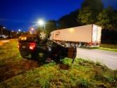 Auto belandt op de kop in middenberm na aanrijding met vrachtwagen in Eindhoven
