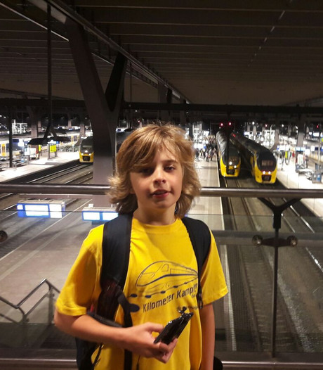 Enzo (12) reisde heel Nederland door met de trein