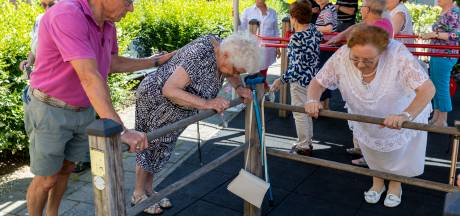 Beweegtuin voor slechtzienden in Vught:'Proberen ouderen nieuwsgierig te maken'