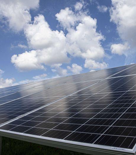 Bouwer zonnepark naast A27 zoekt omwonenden die willen investeren