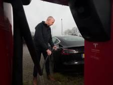 Laadplekken zijn feestje voor de Teslarijder in de Liemers: 'Ideaal'