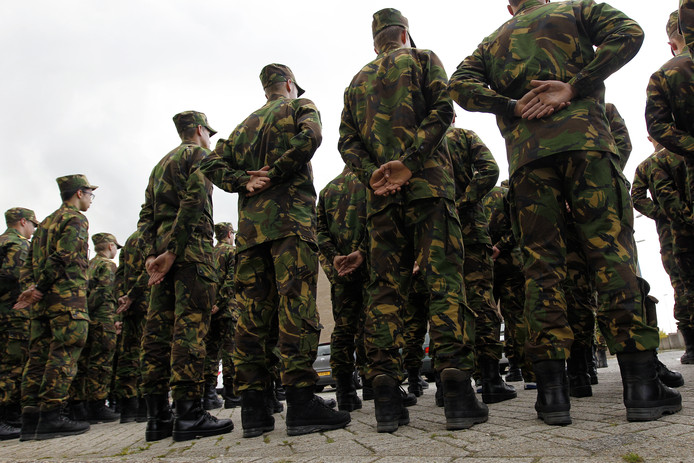 Werknemers van Defensie gaan vaker aan de slag in het bedrijfsleven en andersom.