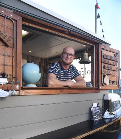Ongeneeslijk zieke Norman Dijst uit Dreischor bakte poffertjes op de middenstip van Ajax