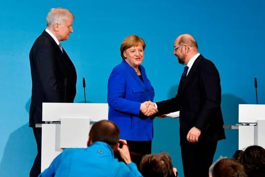 De leiders van CDU, CSU en SPD vanmorgen tijdens de persconferentie