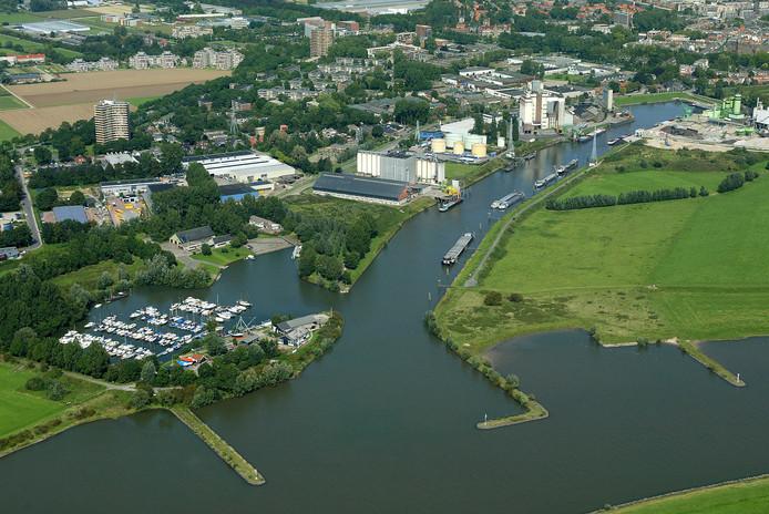 De haven van Wageningen van bovenaf gezien. Rechts van de haven ligt de zogenaamde Driehoek.