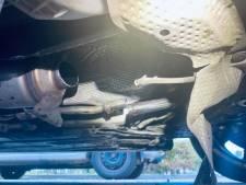 Dieven stelen katalysator uit geparkeerde auto in Lent, twee aanhoudingen