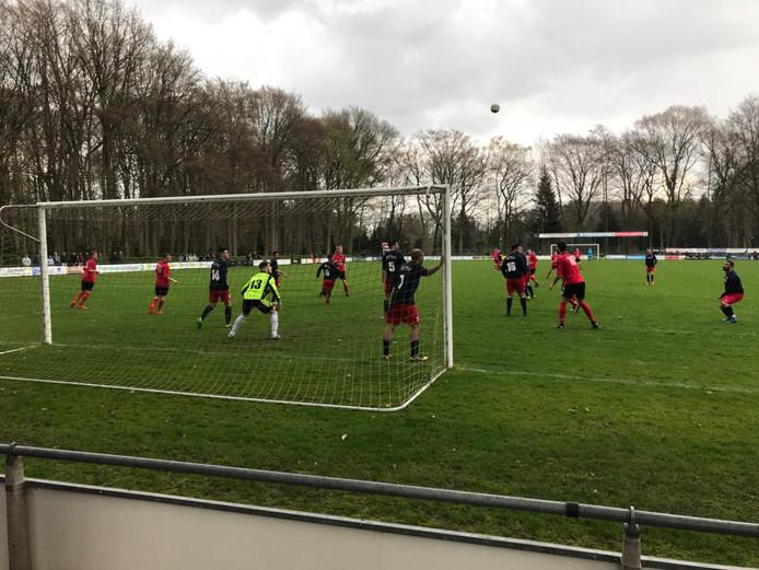 Loenermark en TKA kwamen veelvuldig tot scoren. Het werd 5-3 voor Loenermark.